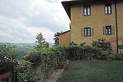 Delightful Village house, Barolo - Character  property with private garden and garage in famous UNESCO village.